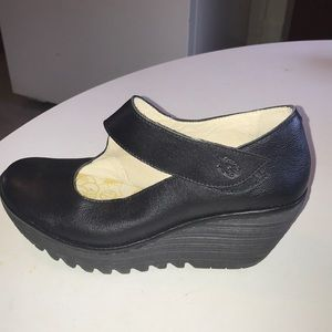 Fly London Yasi682 Fly Wedges
